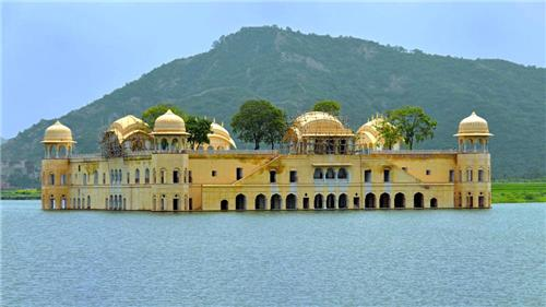 jal-mahal-palace-in-mansagar-lakes